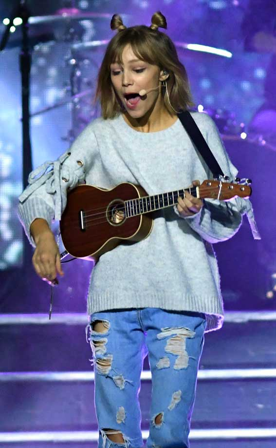 just the beginning grace vanderwaal rocks at we day set to release new album celebrity wotnot. Black Bedroom Furniture Sets. Home Design Ideas