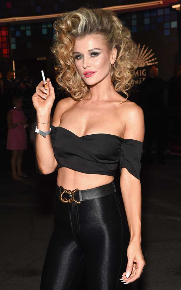 Nieuw Joanna Krupa Rocks It As Sandy From Grease At Star-Studded IP-54