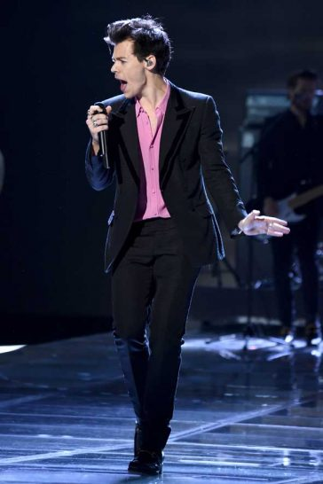 56008ad1be570 Harry Styles Channels His Inner Mick Jagger At Victoria s Secret  Performance!🕺🏼