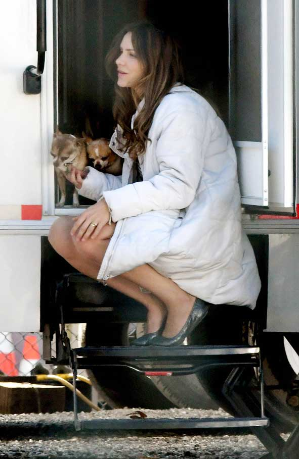 Katharine McPhee carries her adorable Chihuahuas on set of The Lost Wife of Robert Durst © Atlantic Images