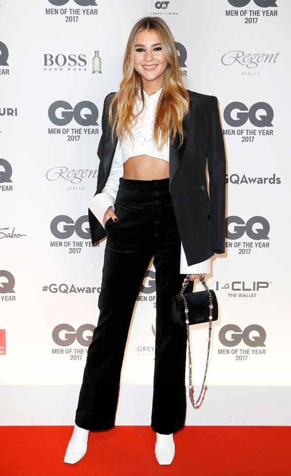 Stefanie Giesinger Arnold Schwarzenegger Legend of the Century Award Berlin Germany GQ Man of the Year Event Taille Stomach Midriff