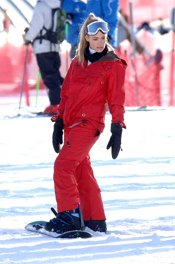 Denise Richards Snowboard Oops Ski Gear Burton Snowboard Hair smiling Park  City Utah Sundance Film Festival