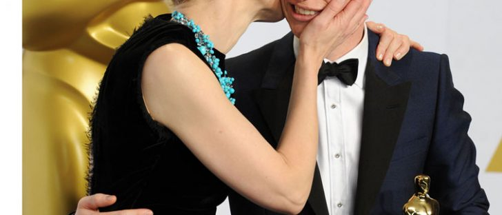 Eddie Redmayne gets a kiss from Cate Blanchett after winning an Oscar! © Atlantic Images